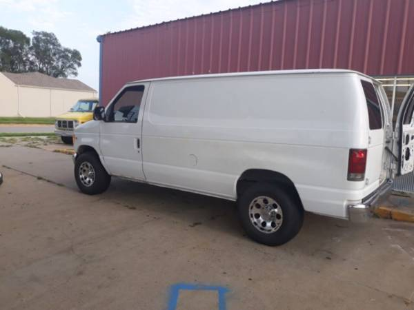 Photo Van with Prochem Carpet Cleaning Machine - $1 (Mobile)
