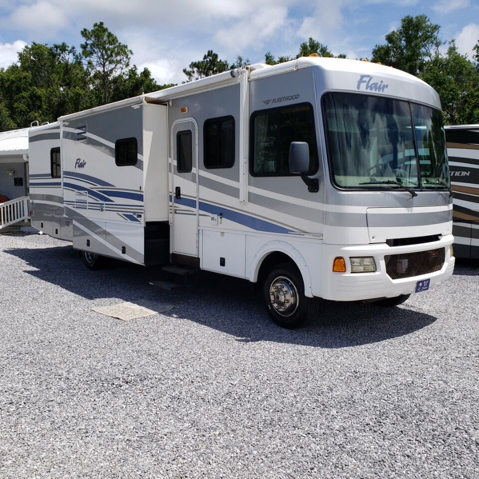 Photo Used 2006 Fleetwood Class A RV  $34900