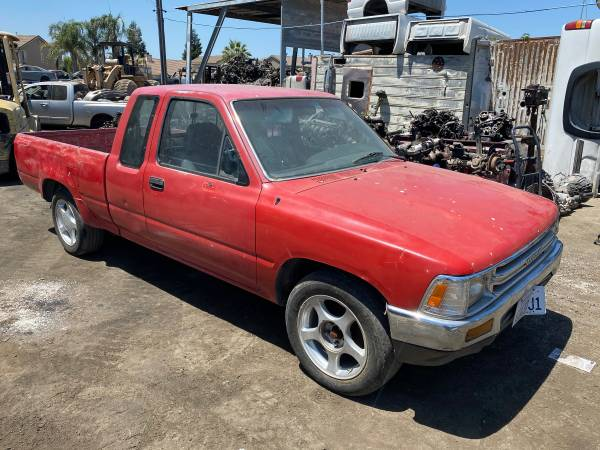 Photo 1990 TOYOTA PICK UP FOR PARTS ONLY V6 (SALIDA, CA)