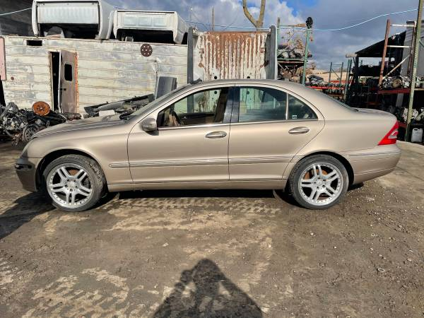 Photo 2001 MERCEDES C320 FOR PARTS ONLY. (salida)