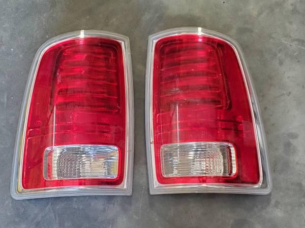 Photo 2016 dodge dually rear lights (Modesto)