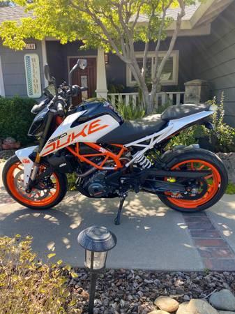Photo 2017 KTM DUKE 390 Motorcycle ABS Low miles - $5,500 (Turlock)