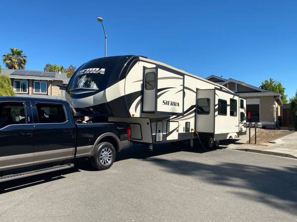 Photo 2018 Sierra Fifth wheel five slides two bedroom and two baths bunkhous - $42,500 (Pleasanton)