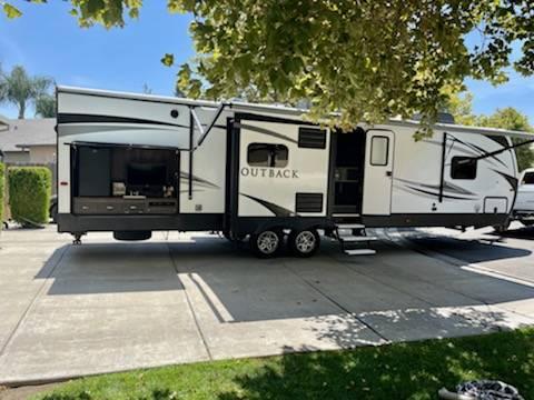Photo 2019 Keystone Outback 335CG - $53,000 (Hughson)