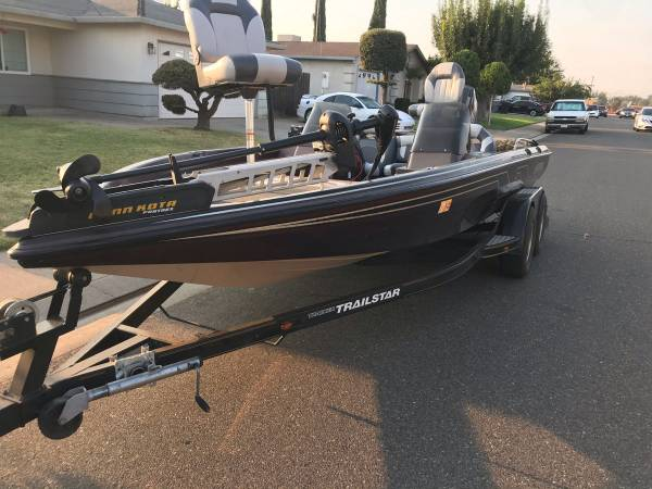 Photo 20 foot nitro bass boat - $13,500