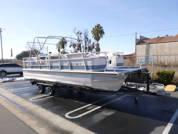 Photo 24 foot Family  Fish Pontoon Boat - $18,500 (Modesto)