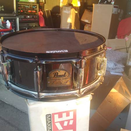 Photo PEARL CHAD SMITH SIGNATURE SNARE BLACKED OUT NEW SKINS  HEADS - $100 (Turlock)