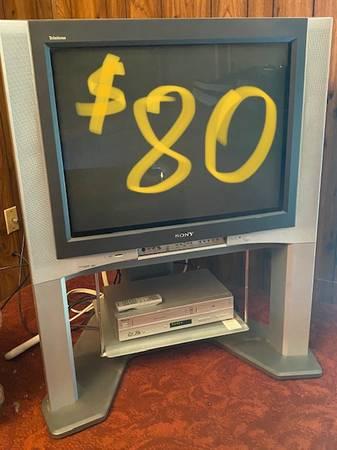 Photo Sony Trinitron HDTV Flat Screen 32 TV W Memorex VHS  DVD Player - $80 (Modesto, CA)