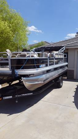 Photo 18 foot pontoon for rent with Captain - $1 (Mohave county)