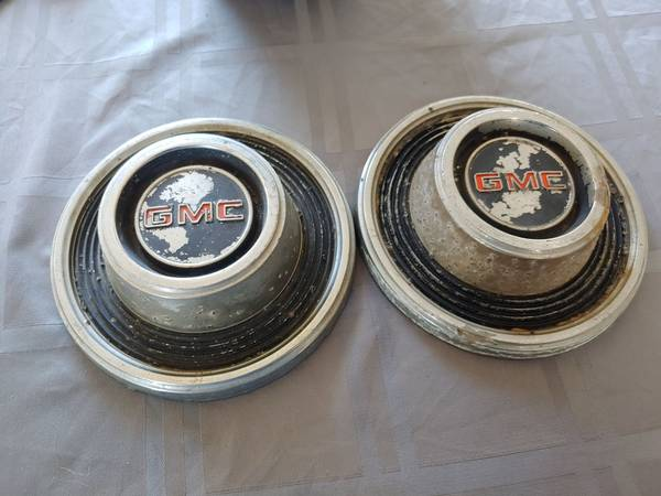 Photo 1967 - 1972 1973 GMC Jimmy Pick Up Truck Hubcap Center Cap - $40 (bhc)
