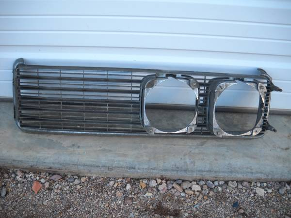 Photo 1969 Buick Le Sabre quotRightquot Grill Assembly Complete quotVery Nicequot (Bullhead City)