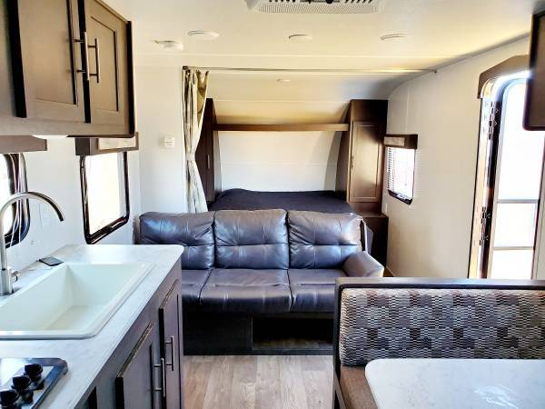 Photo 2020 Wildwood 27ft Travel trailer Wbunks - $17,900 (kingmen az)