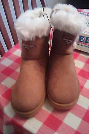 Photo Denver Broncos Womens White Fur Boots size 10 - $25 (Kingman)