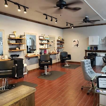 Photo Hair  Nail Salon on McCulloch for Sale - $15,000 (Lake Havasu City)