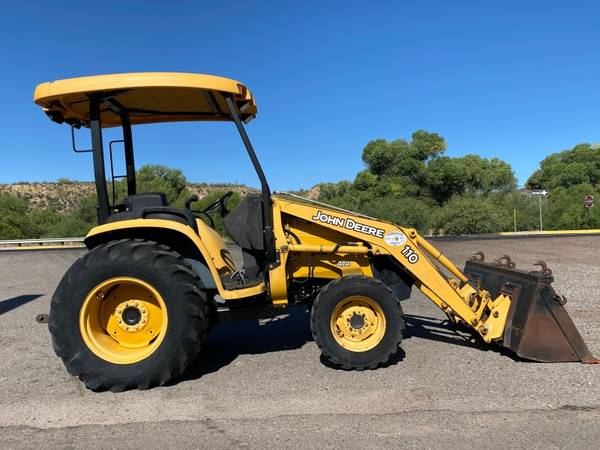Photo JOHN DEERE 110 TRACTOR W LOADER - FINANCING AVAILABLE OAC - $19,500