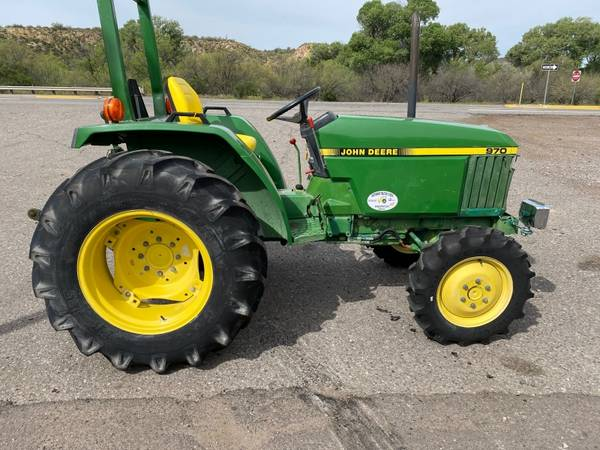 Photo JOHN DEERE 970 TRACTOR - FINANCING AVAILABLE OAC - $8,500