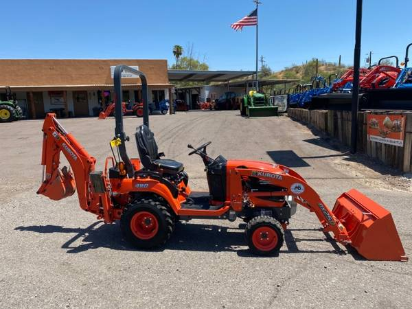 Photo KUBOTA BX25D TRACTOR WLOADER  BACKHOE - FINANCING AVAILABLE OAC - $19,750