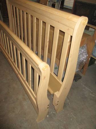 Photo King Size Bed Frame Head Board and Footboard Slatted Sleigh Type Bed - $300 (Fort Mohave AZ)