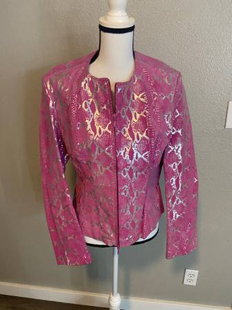 Photo METROSTYLE Genuine Real Pink Suede Leather Jacket with Silver Pattern Size 14 - $65 (Bullhead City)
