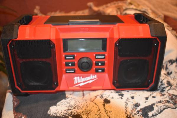 Photo Milwaukee Cordless Job Site Radio - $60 (Lake Havasu City)