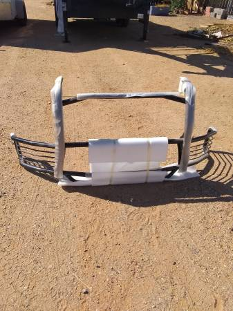 Photo NEW grille guard front bar 1 piece expedition f150 - $300 (golden valley)
