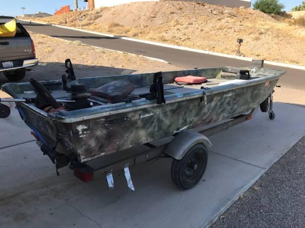 Photo Sears fiberglass fishing boat - $650 (Bullhead City)