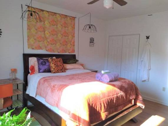 Photo Spacious Bedroom with Private Bathroom in Mohave Valley (Martin Drive)