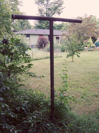 Photo looking for two steel used clothes line poles (Kingman)