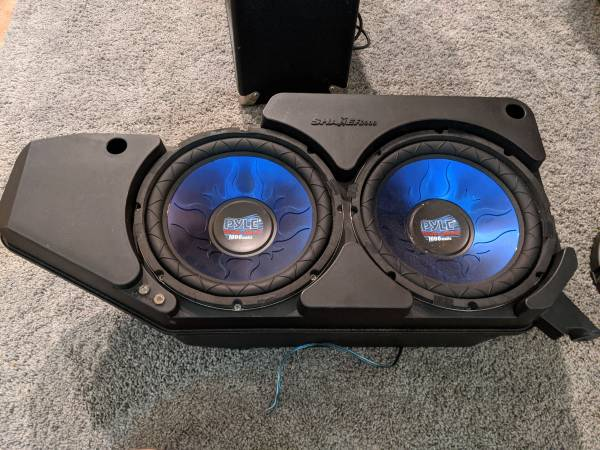 Photo 10 inch subs in mustang Shaker1000 box - $75 (Brandon)