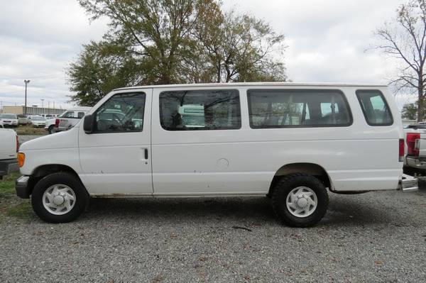 Photo 2006 Ford E350 XLT 15-Passenger Van - $4,800 (Monroe, LA)