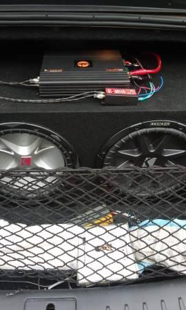 Photo 2 Kicker 12s with Quantum Audio 1,600 watt 1 channel class D mono  - $225 (JACKSON)
