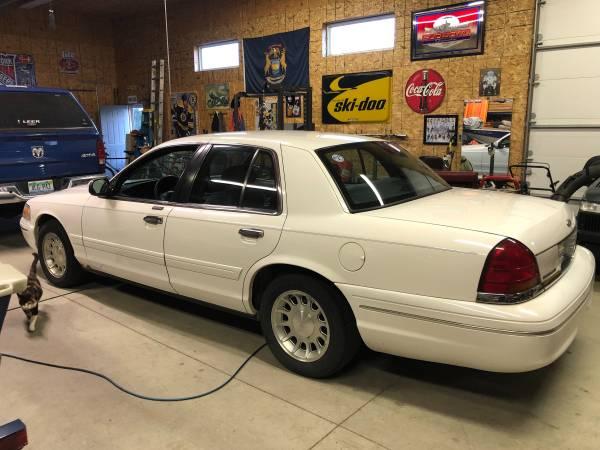 Photo 1998 Ford Crown Vic - $3,500 (Carleton Mi)