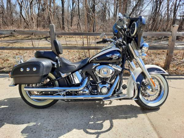 Photo 2011 HARLEY DAVIDSON SOFT TAIL DE-LUXE - $10,500 (COMMERCE TOWNSHIP)