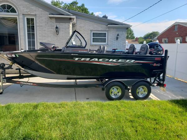 Photo 2021 Tracker Pro Guide V-175 - $31,500 (Dearborn heights)