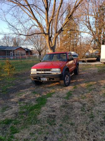 Photo Chevy S10 ZR2 - $2,400 (monroe)