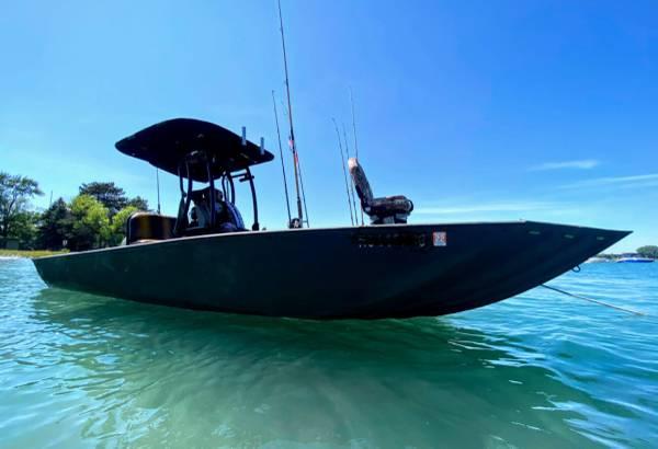 Photo Crestliner Aluminium KICKASS Flats Jon Boat - One of a Kind - $24,500 (New Baltimore)