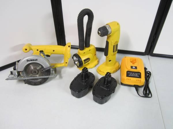 Photo Dewalt 18v cordless tools - $120 (north macomb)