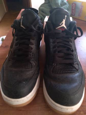 Photo Jordan retro 4 black size 13 mens - $90 (Dundee)