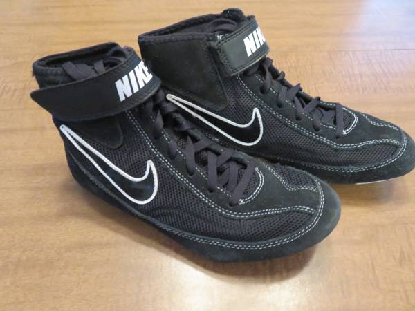 Photo Nike Wrestling Shoes Sz 6Y - $30 (STERLING HEIGHTS)