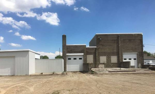 Photo The warehouse shares a large, well lit, fenced lot with a national. (Monroe)
