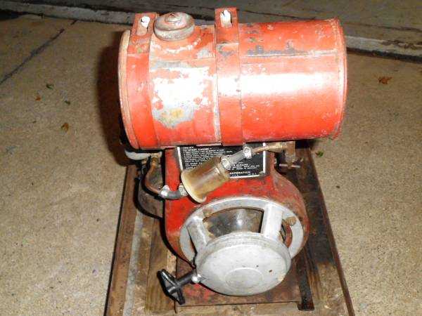 Photo Wisconsin Model AKS Gas Engine Vintage (running) - $275 (Taylor)