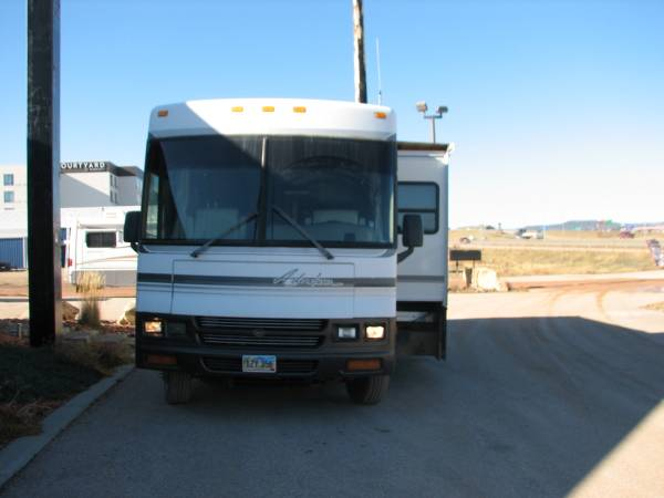 Photo 2000 WINNEBAGO ADVENTURER M37G FORD - $24,995 (Rapid CityI90 RV AND AUTO)