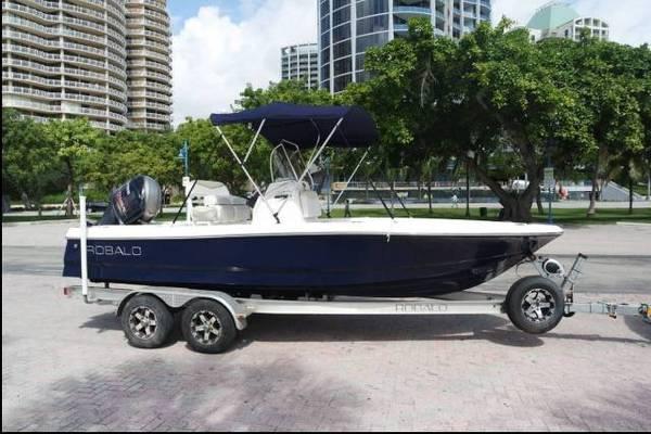 Photo 2016 Robalo 206 Cayman center console bay boat - $35,000