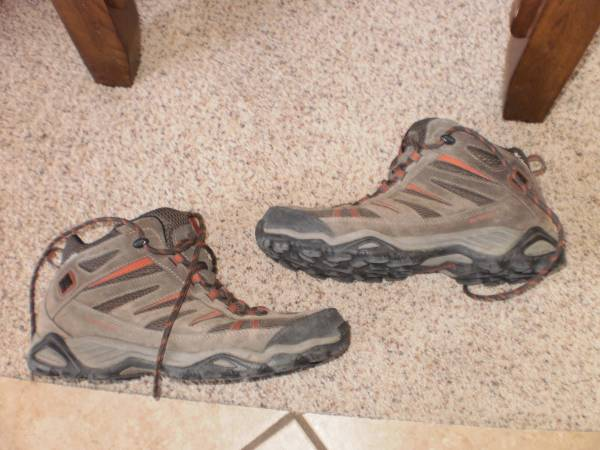 Photo Columbia Omni Grip Mens 10.5 BM 3895-231 hiking shoes - $40 (billings)