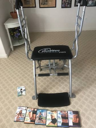Photo MALIBU PILATES EXERCISE EQUIPMENT WITH 6 INSTRUCTIONS DVDS - $125 (ROCKVALE-JOLIET)