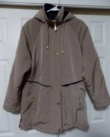 Photo P.A. Originals Woman39s Tan Winter Coat, Size Large - $20 (Rapid City SD)