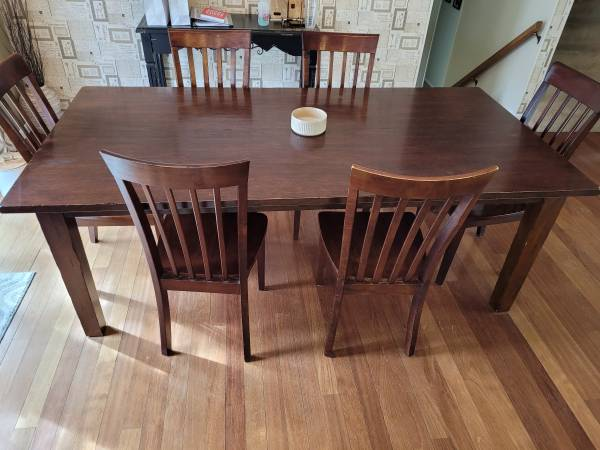 Photo Pier 1 Dining Table and Chairs - $400 (NW Billings)