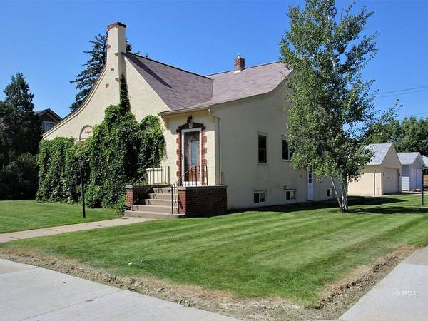 Photo The basement has a large family room with gas fireplace and lots of ro (303 S Strevell Ave, Miles City, MT 59301)