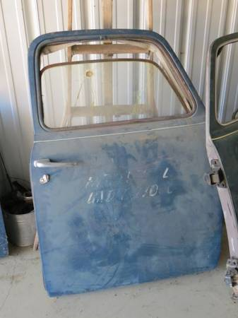 Photo Various 47 to 53 Chevy Pickup parts (Highwood)