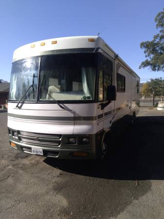 Photo 2000 Winnebago Venturer 35B - $24,500 (sonoma)